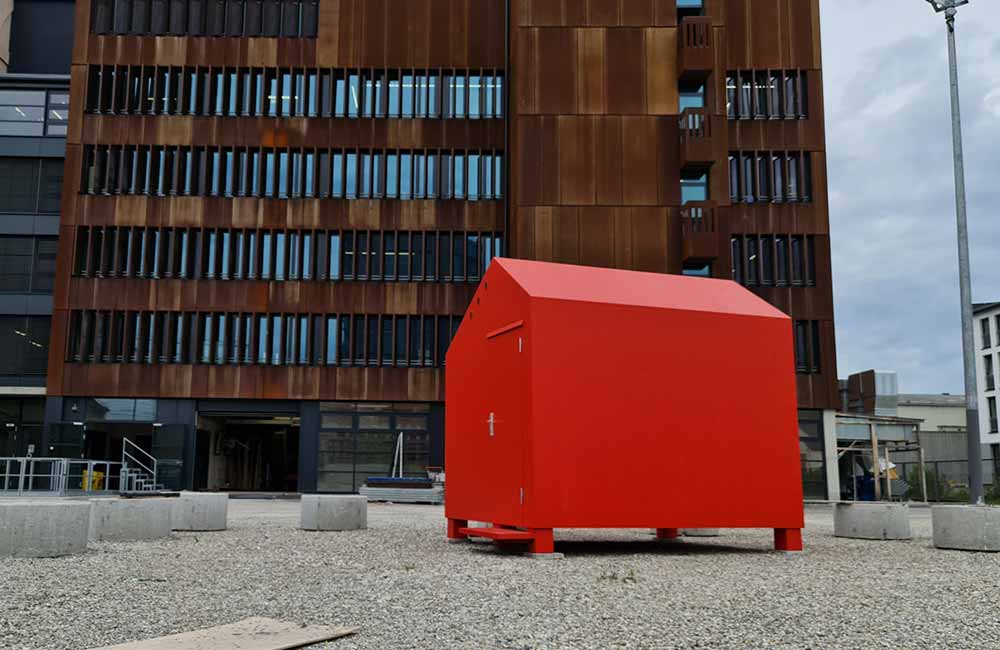 Kunstobjekt Rotes Holzhaus