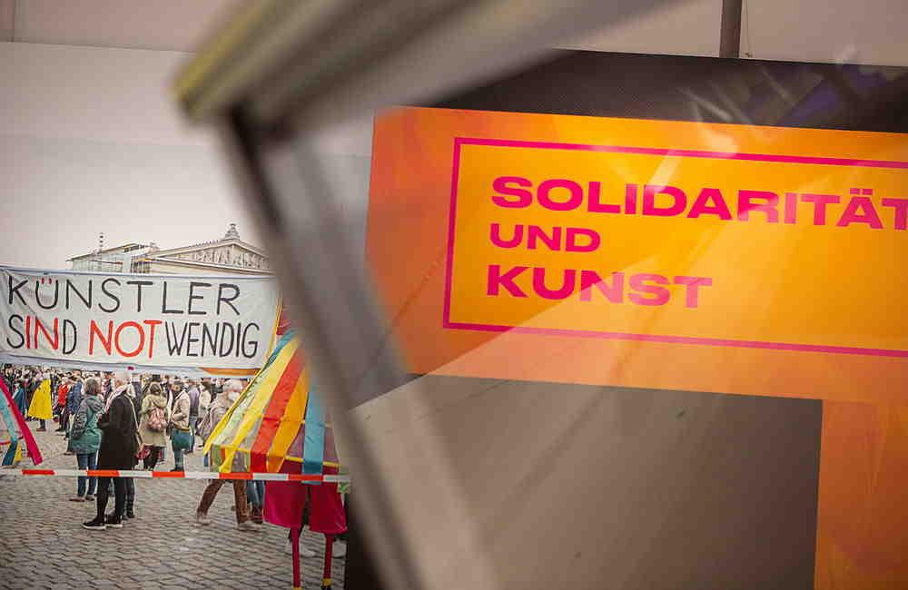 Fotos der Ausstellung, Thema Solidarität und Kunst