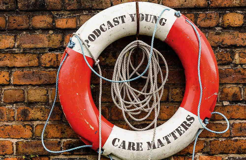 Podcast Young Care Matters steht auf einem Rettungsring geschrieben