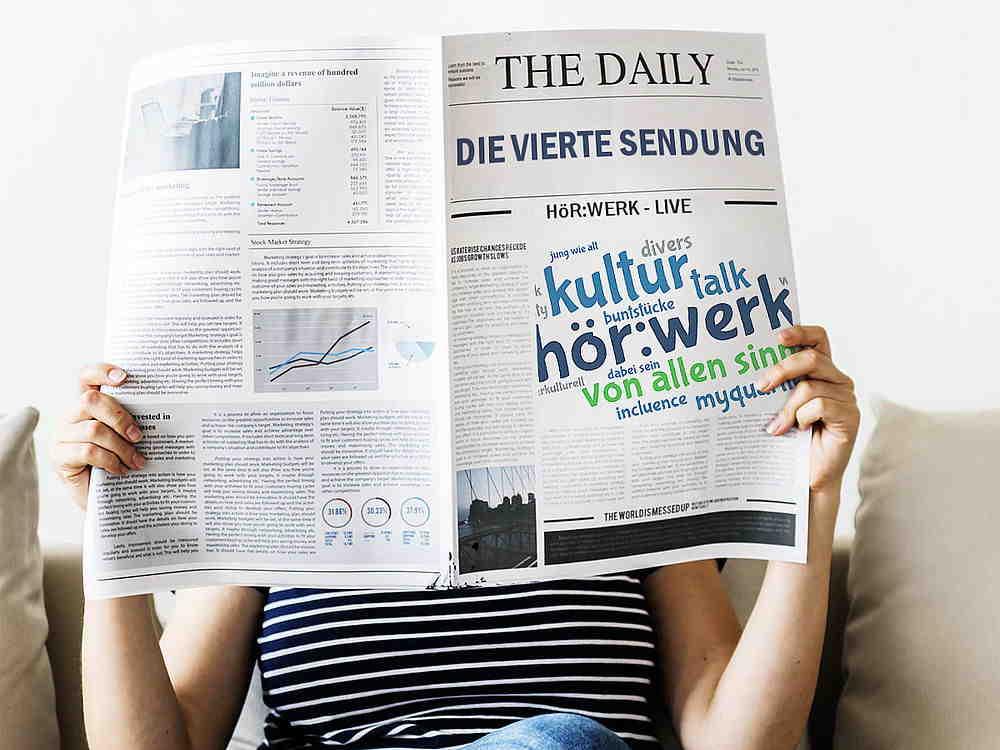 selbstgestaltete Zeitung, di auf dem Titelblatt die vierte Sendung vom hörwerk ankündigt